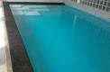 piscina con bordo sfioro laguna