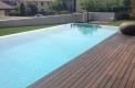 piscina sfioro a cascata su due lati