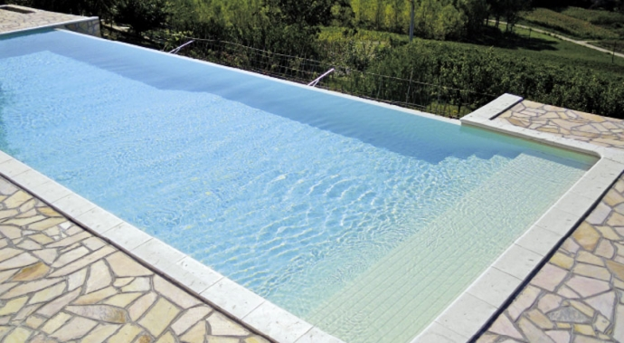 bordo piscina a skimmer Piedra