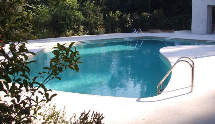 costruzione piscine a skimmer sfioratore