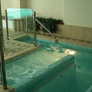 percorsi benessere e giochi d'acqua piscina wellness