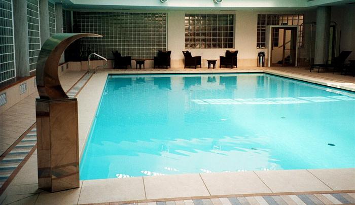 piscina a sfioro totale a scomparsa