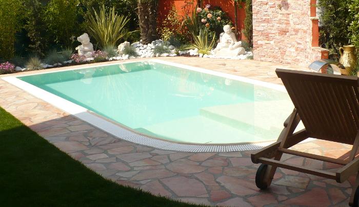 costruzione piscine sfioro totale