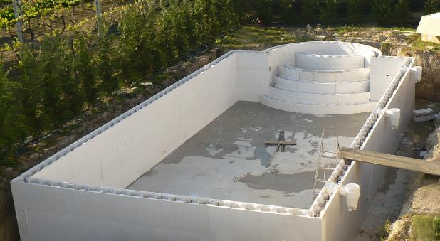 Piscine in casseri polistirolo heron piscine - Costruzione piscina in cemento armato ...