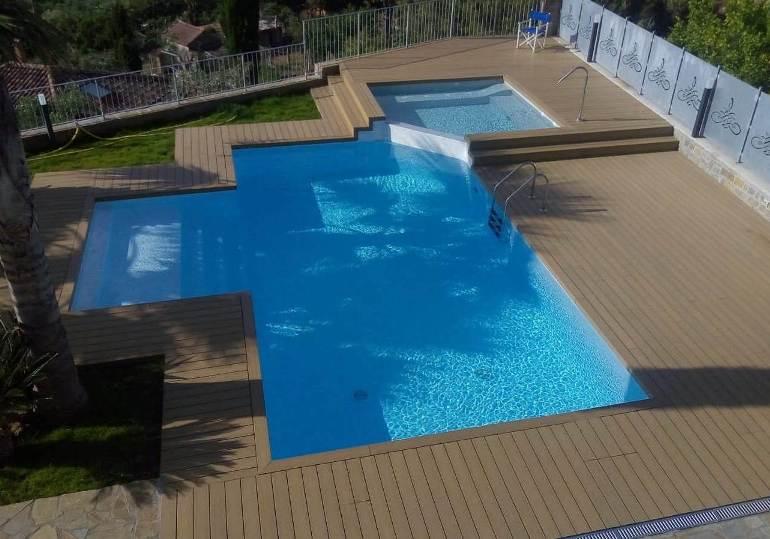 realizzazione piscine con solarium in teak o finto teak