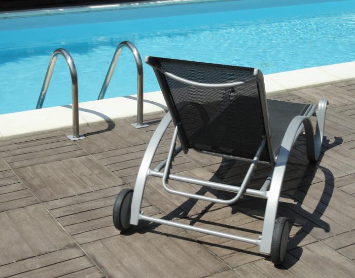 solarium piscina wood style effetto legno piastrella